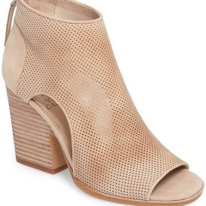 Vince Camuto Bevina Ankle Bootie in Nude/Shell 7